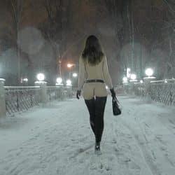 Jeny Smith går offentlig naken mens det snør