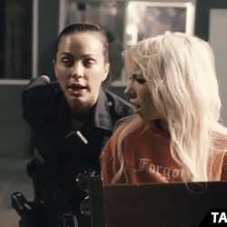Dårlig politimann som har sex med en busty gatehore
