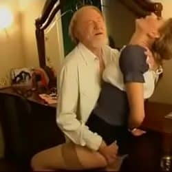 Hennes pervers morfar vil knulle henne