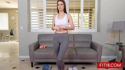 Teen Jill Kassidy går fra å være yogainstruktør til å bli pornoskuespiller