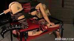 Monicamilf spruter på sin femdom slave